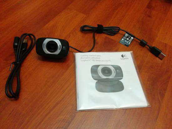 unboxing-logitech-c615-webcam